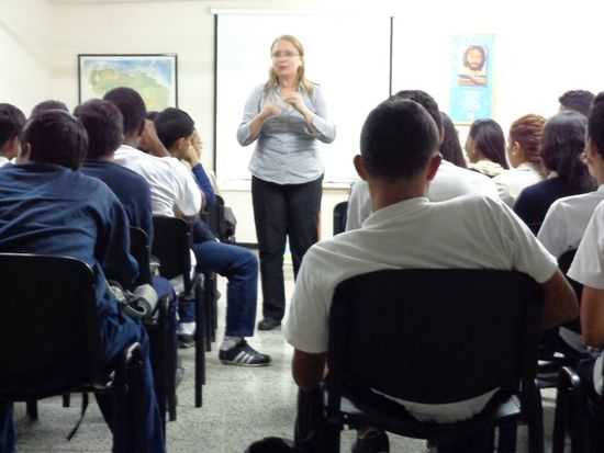 MSC Noticias - Ana-Alvarado-en-AaQ-charla-a-estudiantes Agencias Com y Pub Cursos y Seminarios Negocios Publicidad