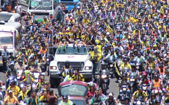 MSC Noticias - FVF-1RA-DEPORTIVO-TACHIRA-LLEGADA-A-SC-040515-00041 Agencias Com y Pub Deportes FC DT Tachira Futbol Publicidad