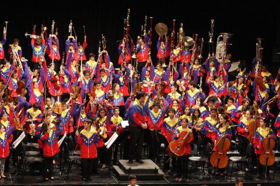 MSC Noticias - Sinfónica-Nacional-Infantil-de-Venezuela-Selección-40-Aniversario-2015-3 Agencias Com y Pub FUNDA MUSICAL Prensa Musica Publicidad
