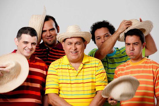 MSC Noticias - Gualberto-Ibarreto-con-los-integrantes-de-C4-Trio Agencias Com y Pub Musica Publicidad